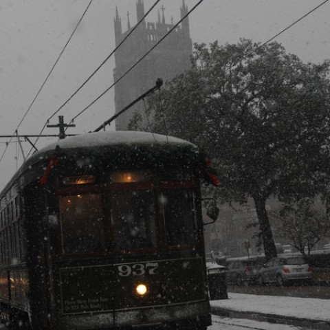 Even in snow the St Charles streetcar still runs