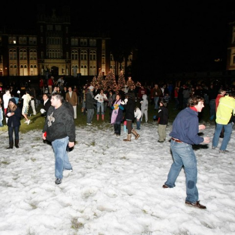 The horseshoe crowded with students and snow